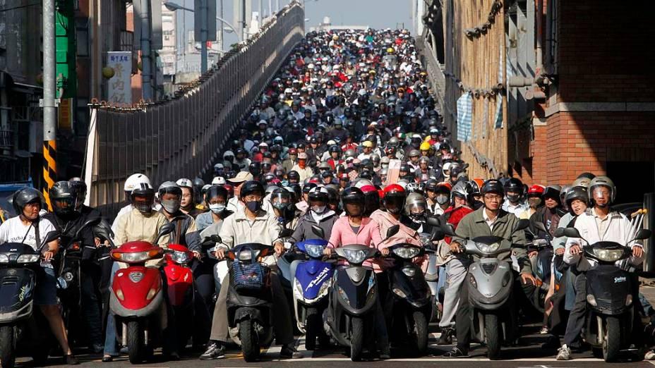 Motociclistas no trânsito de Taipei, Taiwan