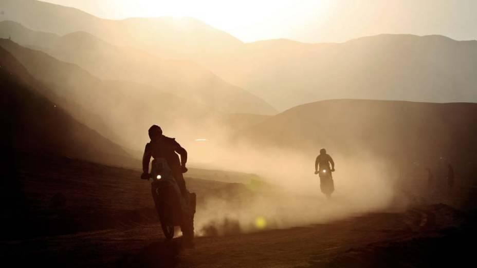 Motociclistas durante a nona etapa do Rali Dakar 2012 em Antofagasta, Chile