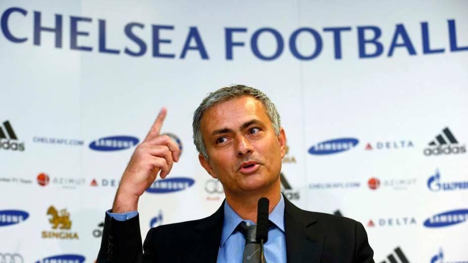 Mourinho durante entrevista no Chelsea, em Londres, nesta segunda-feira