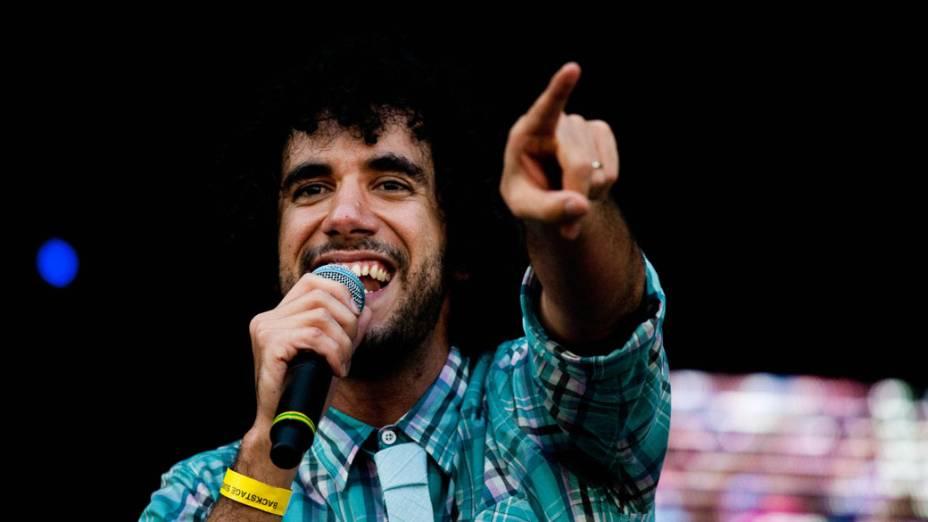 André Gonzáles, vocalista da banda brasiliense Móveis Coloniais de Acaju, durante apresentação no palco Sunset no primeiro dia do Rock in Rio, em 23/09/2011