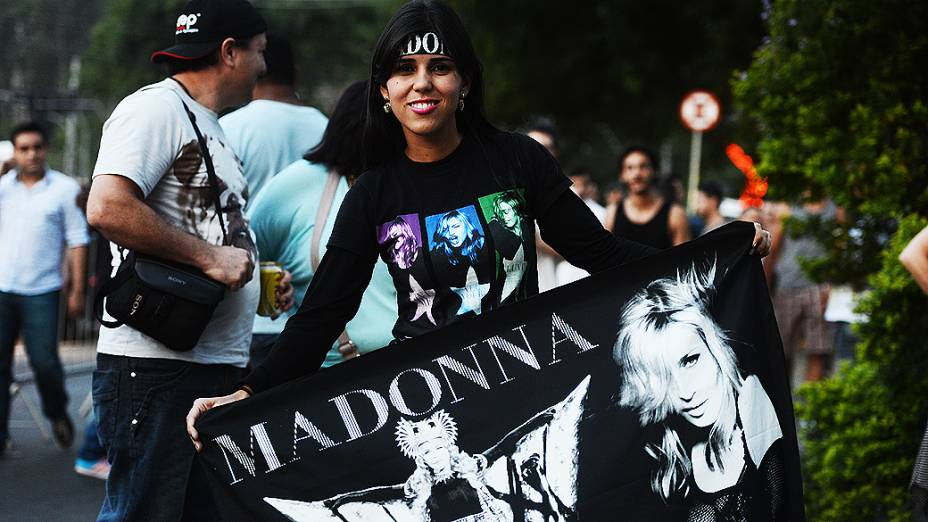 Movimentação de fãs da Madonna antes do show no Morumbi, em São Paulo