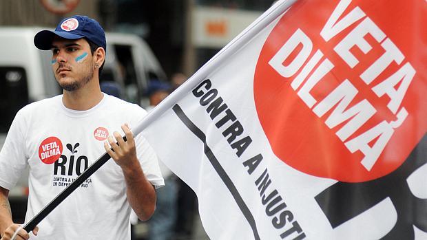 Movimentação em frente à Igreja da Candelária para o protesto Veta Dilma