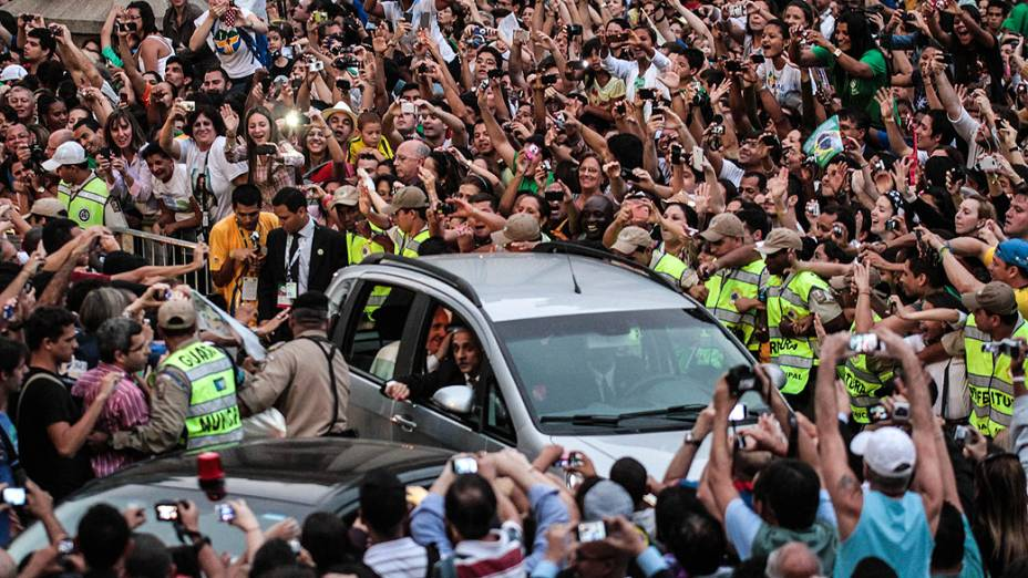 Tumulto na chegada do papa Francisco no Rio de Janeiro