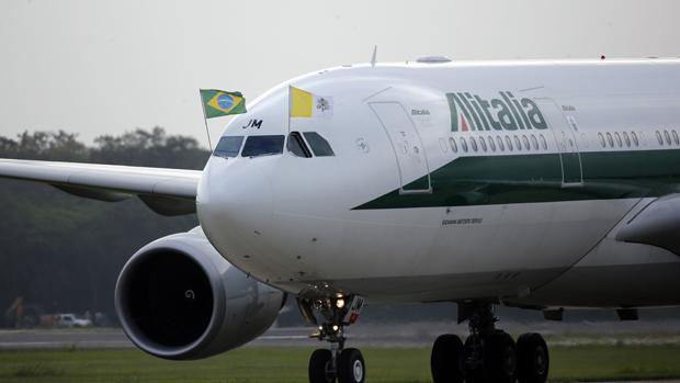 Avião com o papa Francisco pousa no Rio de Janeiro para a Jornada Mundial da Juventude 2013