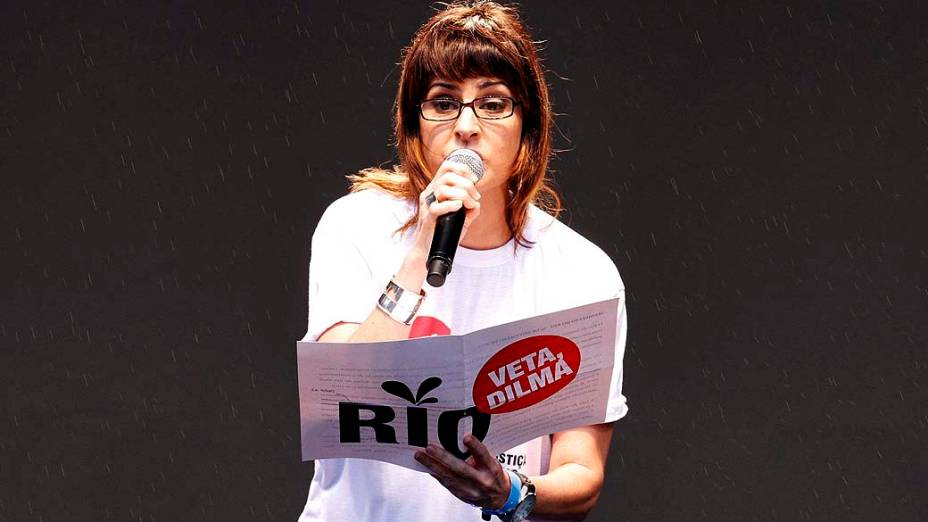 Fernanda Abreu durante o protesto Veta Dilma, no Rio de Janeiro