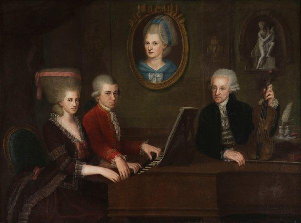 Retrato da família de Mozart, de 1780 ou 1781, feita por Johann Nepomuk della Croce. No centro de casaco vermelho está Mozart, ao lado sua irmã Maria Anna, e seu pai, Leopold. No quadro da parede a mãe da família, Anna Maria