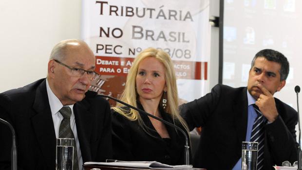 Ronilson (direita), um dos acusados de desviar 200 milhões de reais da Prefeitura de São Paulo, em debate na Alesp sobre reforma tributária