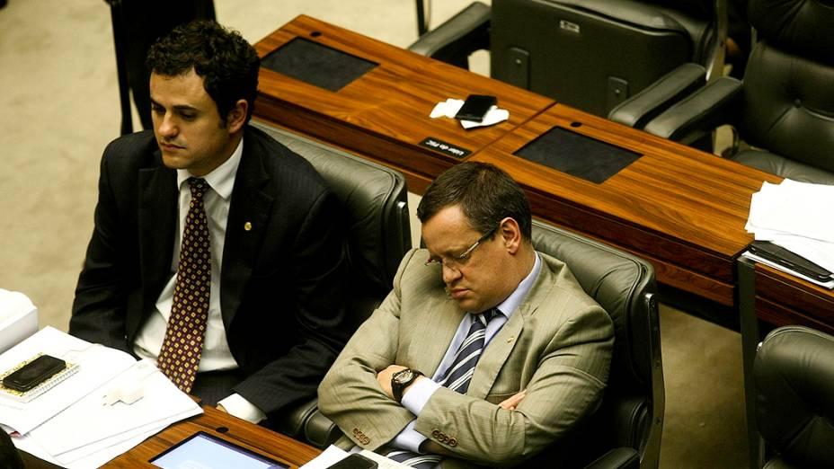Alguns parlamentares acabaram vencidos pelo cansaço