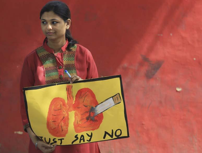 Em Nova Délhi, indiana participa de ação contra o cigarro em comemoração ao Dia<br>  Mundial sem Tabaco