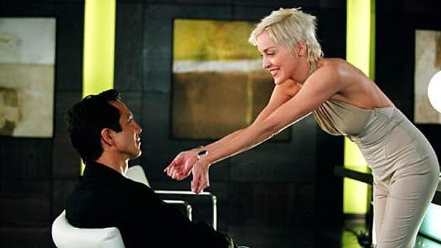 Sharon Stone no papel de Laurel Hedare em Catwoman em 2004