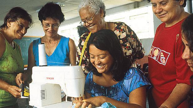 mulheres-costura-original.jpeg