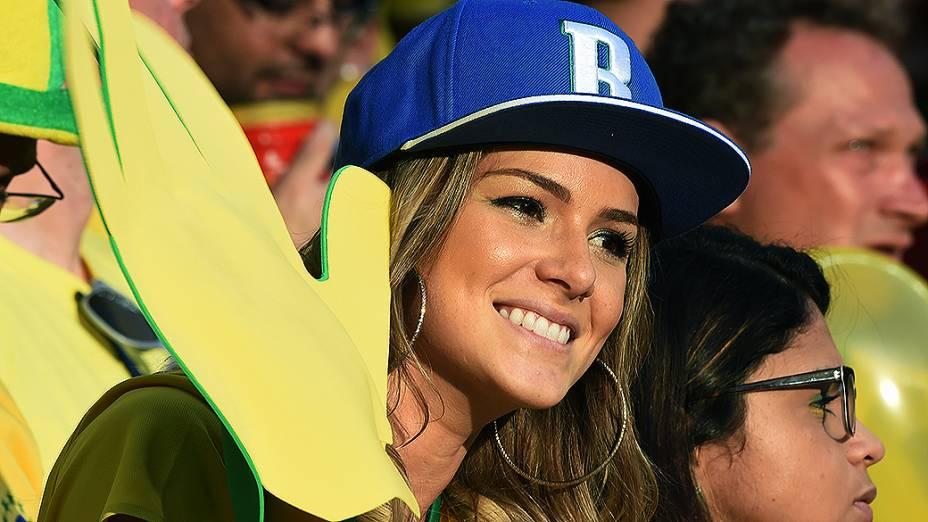 Bela torcedora nas arquibancadas do Castelão, na partida entre Brasil e Colômbia