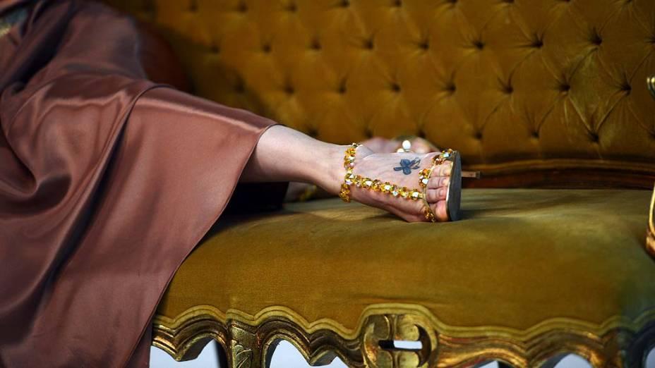 Sapatos de Andréa Nóbrega durante ensaio fotográfico na Rede Bandeirantes