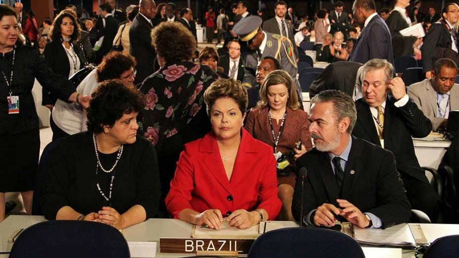 A ministra Isabella Teixeira e a presidente Dilma Rousseff na delegação brasileira ao lado do ministro Antonio Patriota