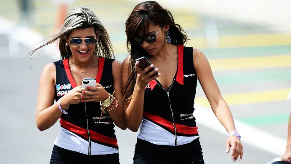 As mulheres que roubaram a cena nos bastidores da Corrida do Milhão da Stock Car, no Autódromo de Interlagos