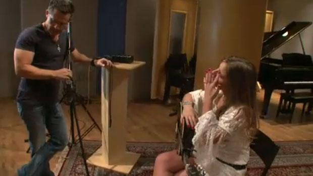 Aeileen chora em teste no estúdio de Rick Bonadio