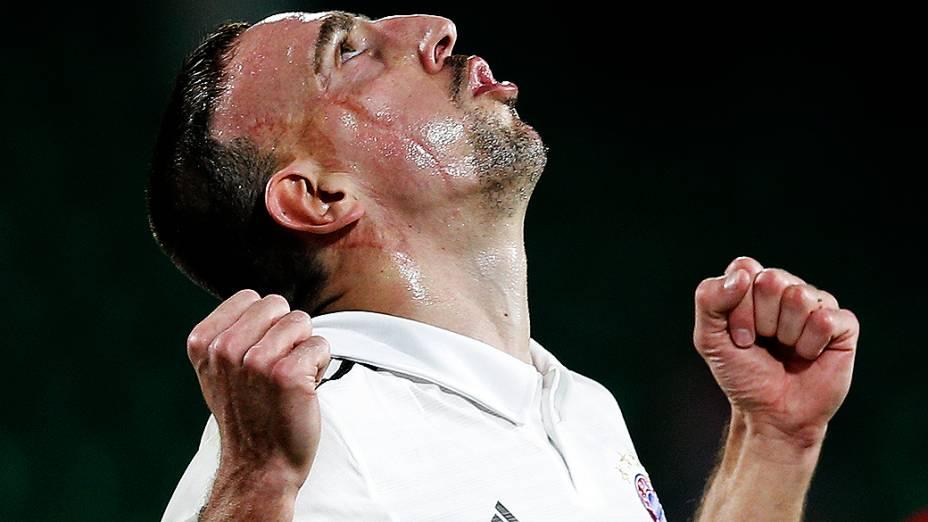 Ribéry comemora o primeiro dos três gols do Bayern sobre o Guangzhou Evergrande, da China