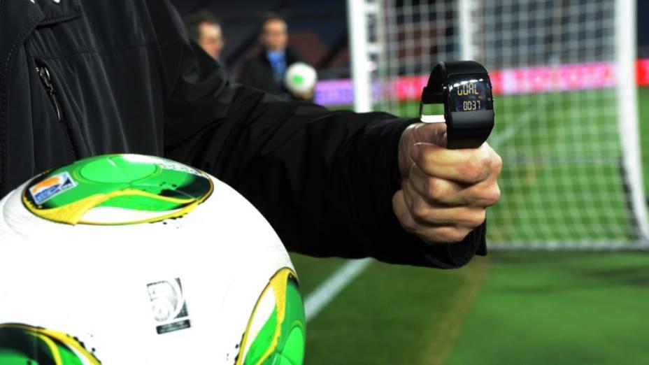 A tecnologia que identifica a entrada da bola no gol é exibida antes da estreia do Mundial de Clubes da Fifa