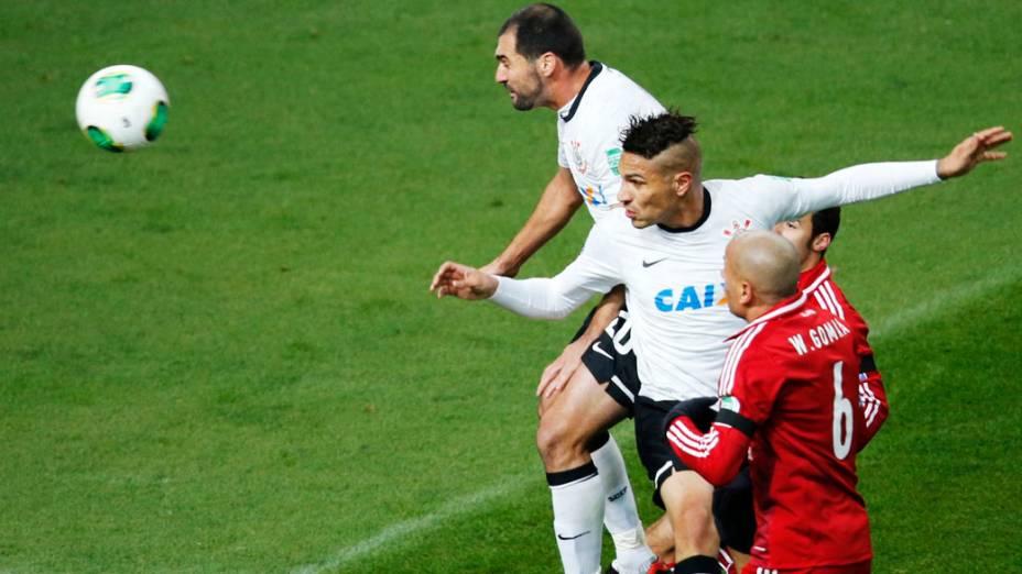 Paolo Guerrero marca o primeiro gol do Corinthians sobre o Al Ahly pela semifinal do Mundial de Clubes da Fifa em Toyota