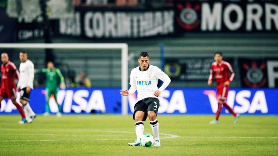 Volante Ralf do Corinthians durante partida contra o Al Ahly pela semifinal do Mundial de Clubes da Fifa em Toyota