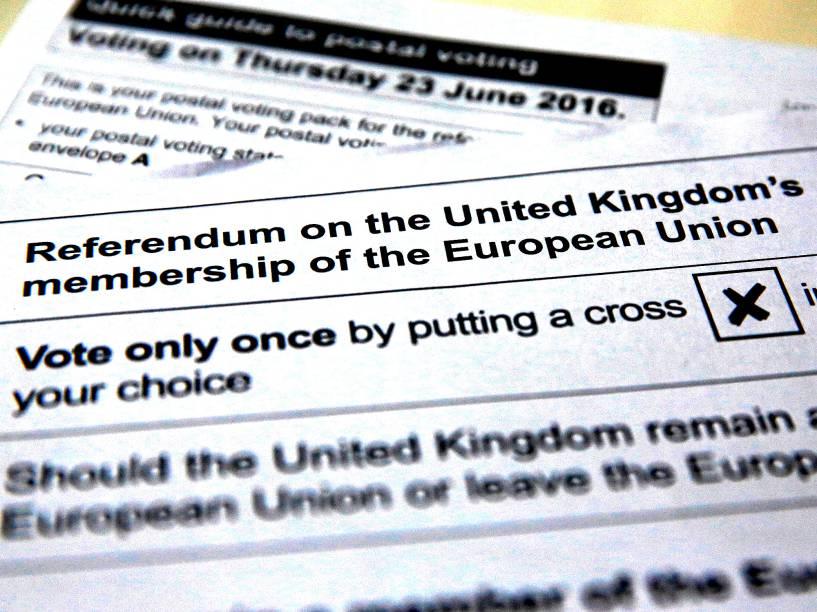 Cédula de votação do referendo que decidirá se o Reino Unido continua ou não sendo parte da União Europeia