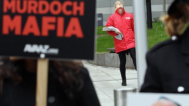 murdoch-protesto-20120405-original.jpeg