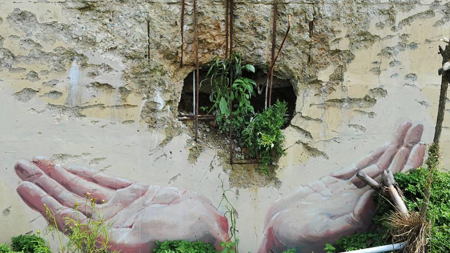 Muro danificado por artilharia norte-coreana, na Coreia do Sul