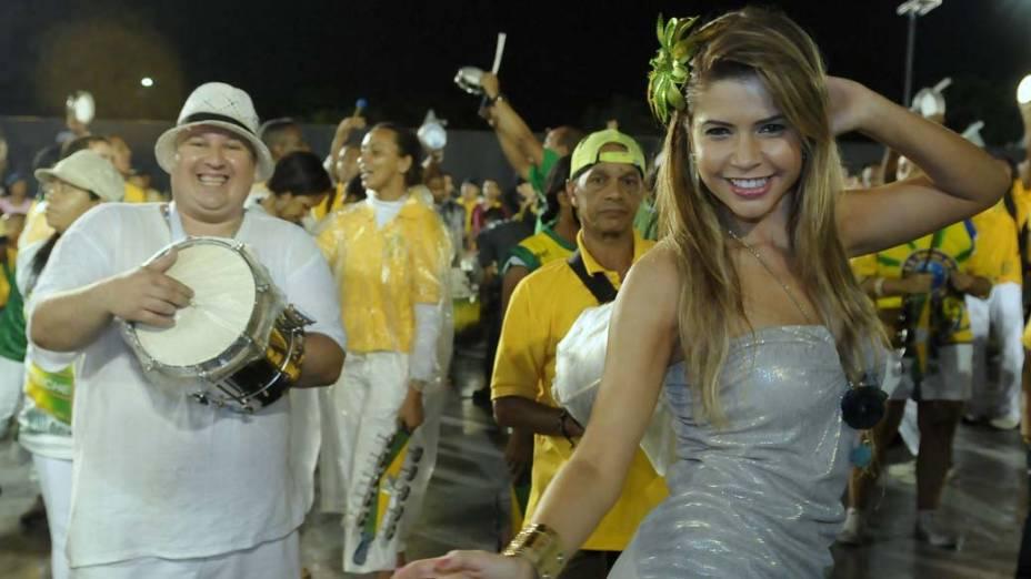 Cacau no ensaio técnico da escola de samba Unidos do Peruche de São Paulo, no Anhembi em SP