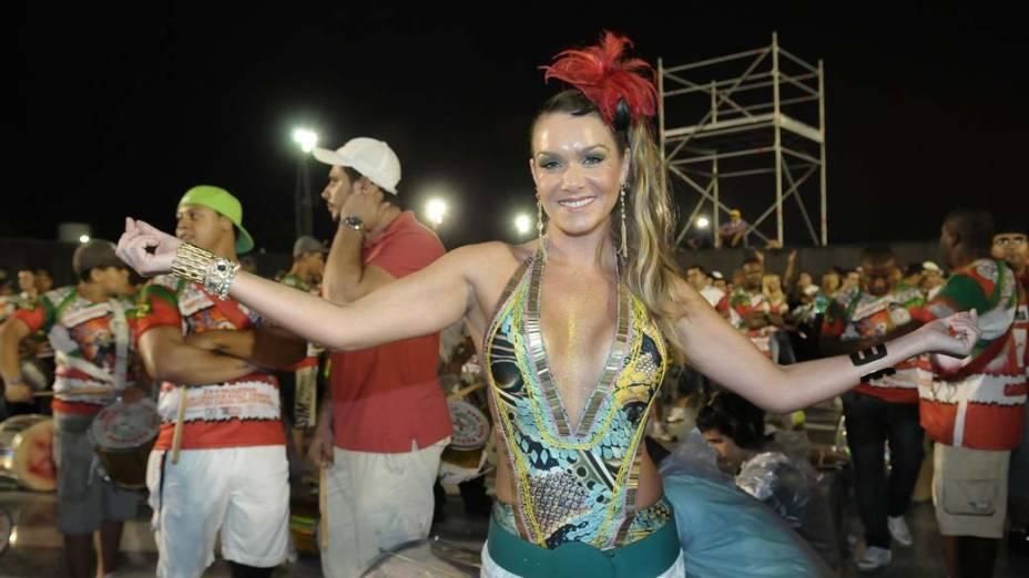 Luiza Altenhofen e Rosana Ferreira no ensaio técnico da escola de samba X9 de São Paulo, no Anhembi em SP