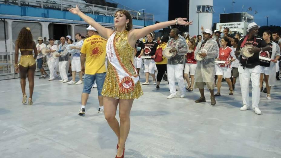 Livia Andrade no ensaio técnico das escolas de samba de São Paulo, no Anhembi