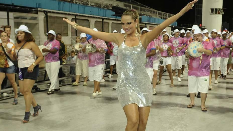 Ellen Rocche no ensaio técnico da escola de samba Rosas de Ouro de São Paulo, no Anhembi em SP