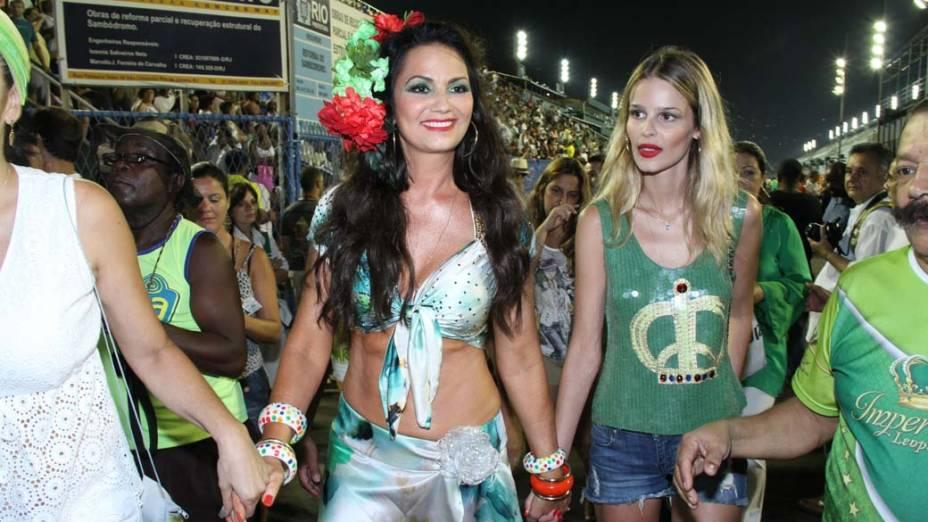 Luiza e Yasmin Brunet no ensaio técnico da escola de samba Portela para o carnaval 2012, no Sambódromo, Rio de Janeiro