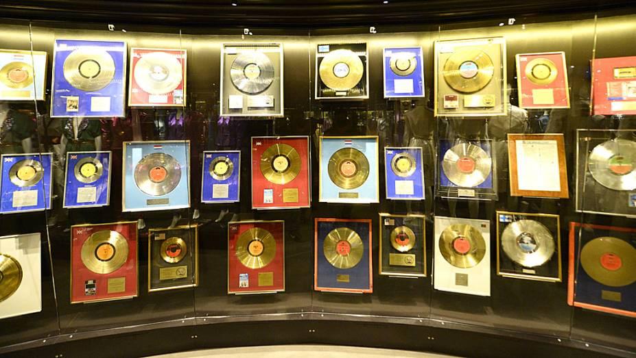 Sala dos discos de ouro, no museu dedicado à banda pop Abba