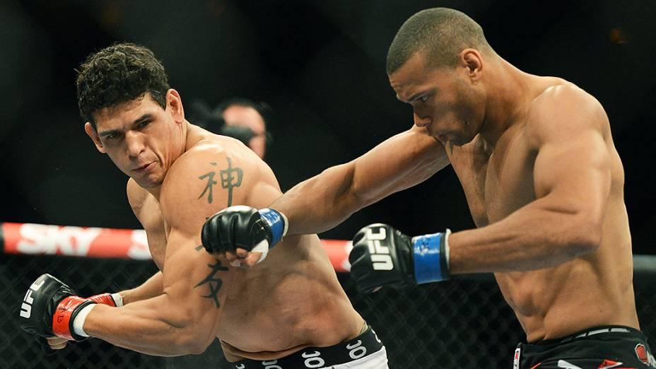 """O brasileiro Cezar """"Mutante"""" Ferreira vence Thiago """"Marreta"""" Santos no Ultimate Fighting que volta ao Rio de Janeiro (RJ), para o evento UFC 163, ou simplesmente UFC Rio 4"""