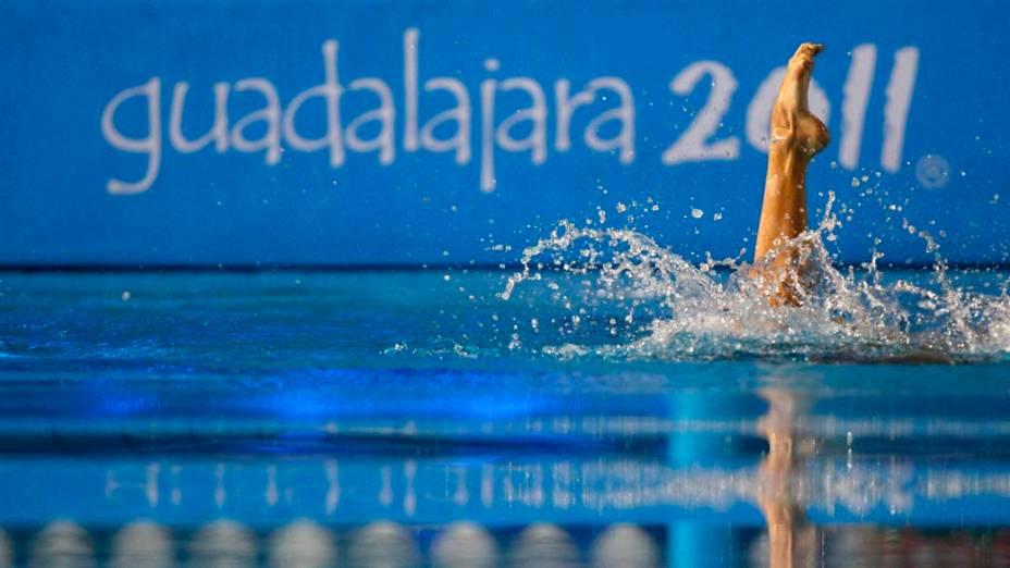 Uma das componentes da dupla de nado sincronizado do Brasil, no quarto dia dos jogos Pan-Americanos em Guadalajara, no México, em 18/10/2011