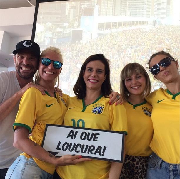 Narcisa Tamborindeguy torce pelo Brasil: Nosso grupinho. Ai, que badalo.