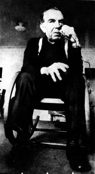 O jornalista, cronista, dramaturgo e escritor Nelson Rodrigues posa para foto no Rio de Janeiro, em 1975