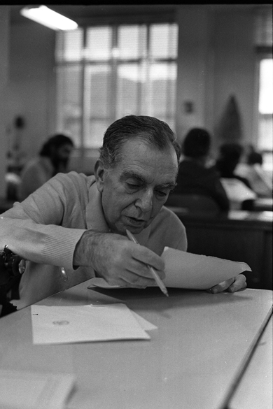 O escritor Nelson Rodrigues, em 1975