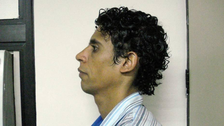 O traficante Nem, de perfil, na sede da Polícia Federal