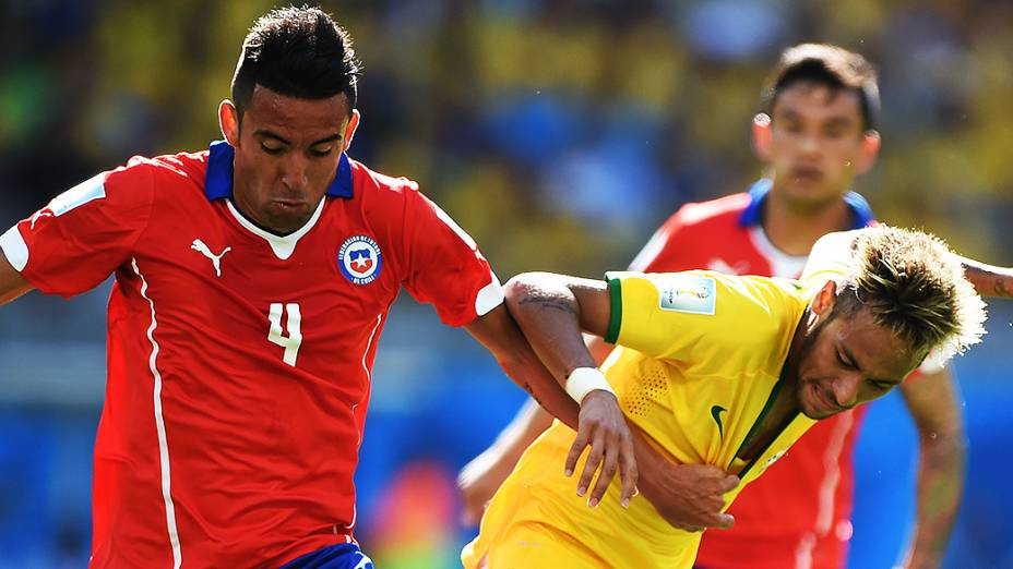 Neymar contra o Chile, nas oitavas de final no Mineirão: faltas duras, contusão e rendimento abaixo das outras partidas