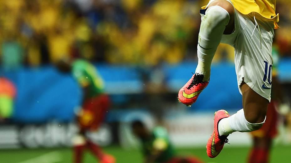 Neymar na partida contra Camarões