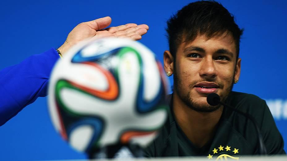 Neymar durante coletiva de imprensa no Itaquerão, em São Paulo