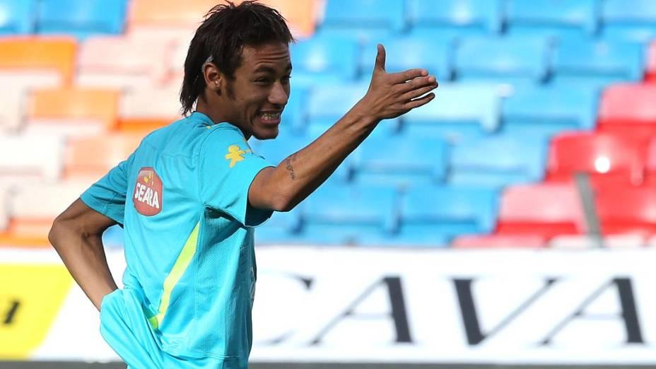 Neymar durante o treino da seleção brasileira na Suécia