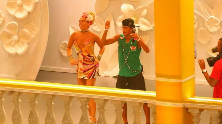 Neymar e Adriane Galisteu em camarote no carnaval de Salvador