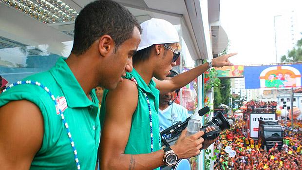 Neymar e Lucas em Salvador, no domingo de Carnaval
