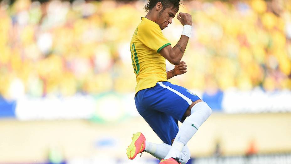 Neymar comemora o primeiro gol do Brasil no amistoso contra o Panamá, em Goiânia
