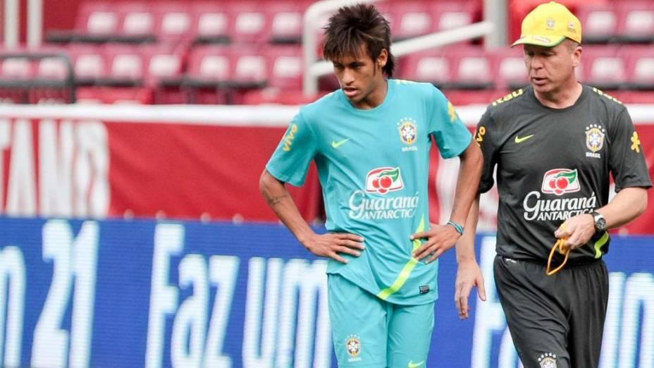Mano Menezes e Neymar no treino para o jogo contra os Estados Unidos, nesta quarta, em Washington