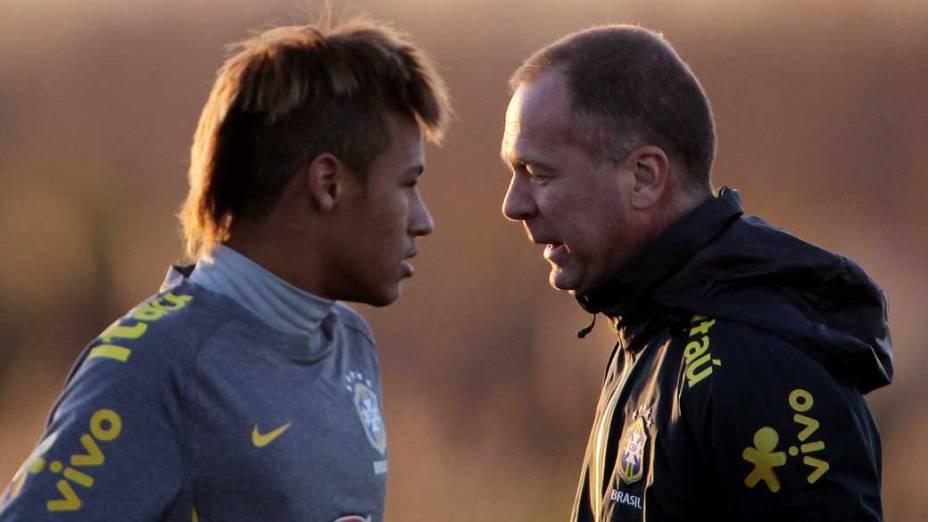 Neymar e Mano Menezes durante treino da Seleção Brasileira em Los Cardales, Argentina