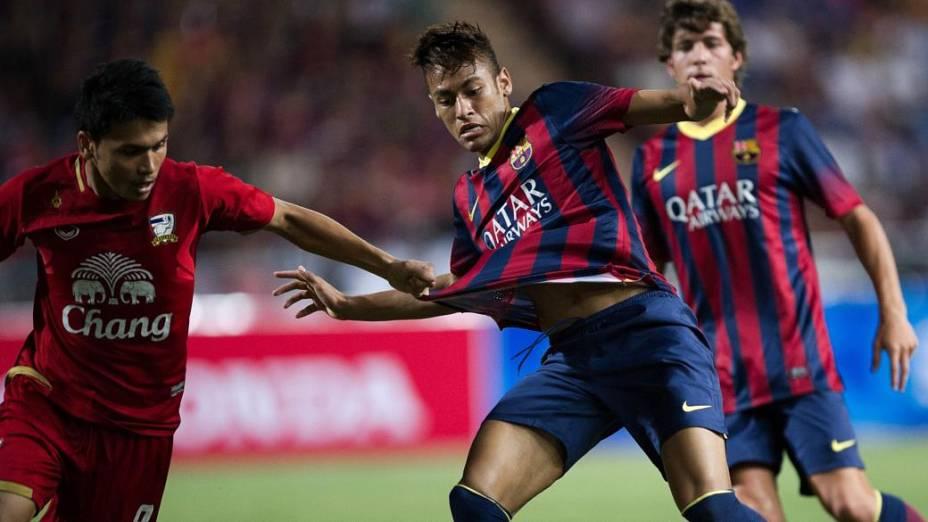 Neymar marcou seu primeiro gol pelo Barcelona na vitória sobre a seleção da Tailândia, nesta quarta-feira