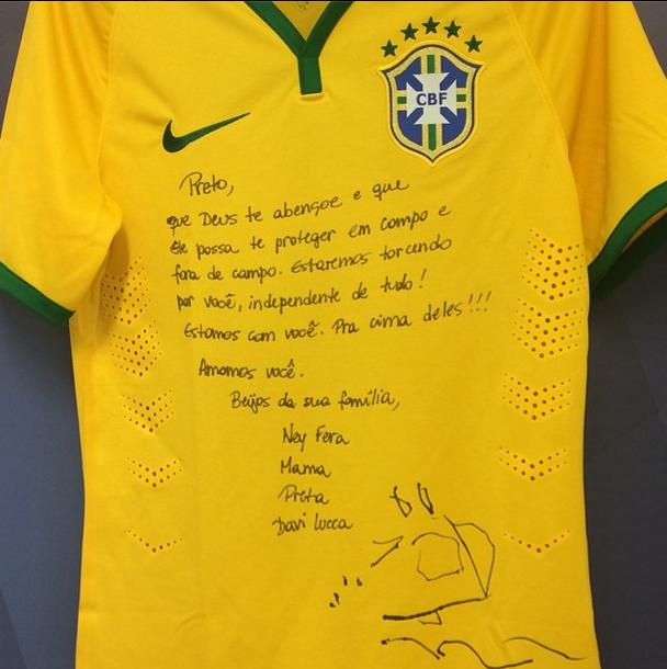 Neymar posta foto de sua camisa: Chegou o momento que eu mais esperei, que eu mais busquei